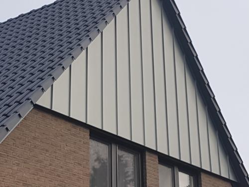 Steildach mit Fassade